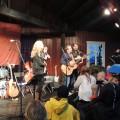 Anna, Patrik & Pecka sjöng och spelade akustiskt